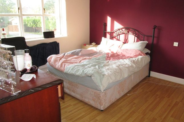 Thumbnail Detached house to rent in Lacewood Gardens, Reading