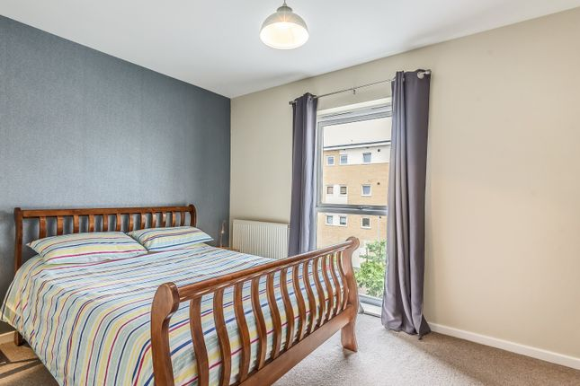 Bedroom of Thorney House, Drake Way, Reading RG2