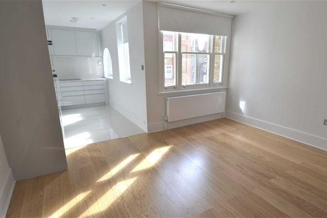 2 bed flat to rent in Red Lion Street, London