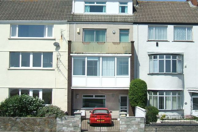 Flat to rent in Oystermouth Road, Swansea