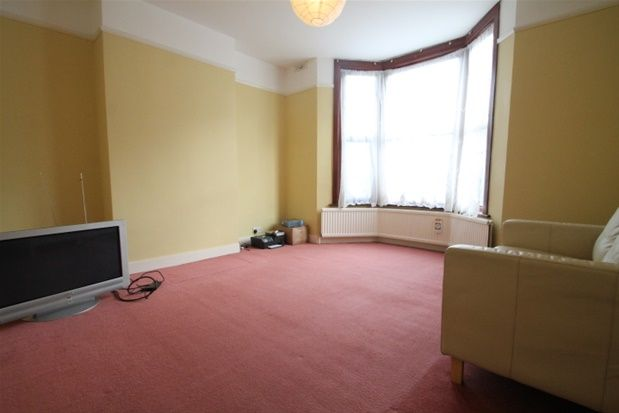 Flat to rent in Dundalk Road, London
