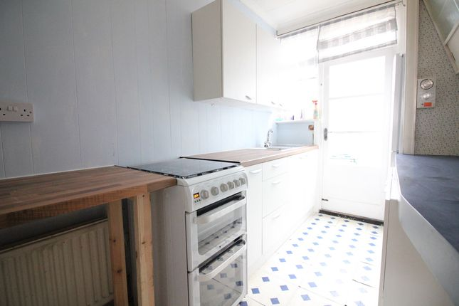 Thumbnail Semi-detached house to rent in Warley Road, Hayes