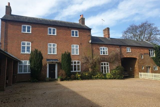 5 bed property to rent in Watford Road, Crick, Northampton NN6