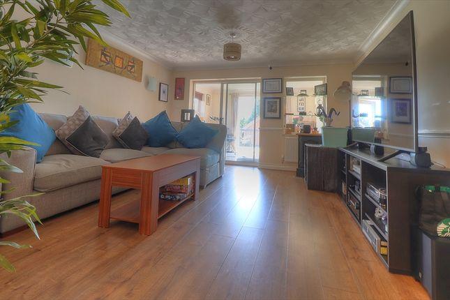 Lounge of Redcote Close, Southampton SO18