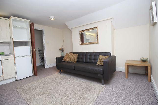 1 bed flat to rent in Park Avenue, Ilford