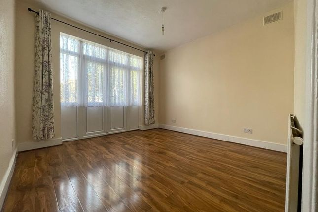 Thumbnail Flat to rent in Clementina Road, London