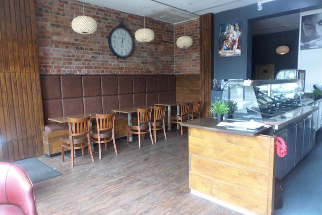 Thumbnail Restaurant/cafe for sale in Cafe & Sandwich Bars WF9, South Kirkby, West Yorkshire