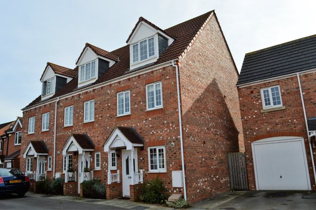 Thumbnail Town house to rent in Mallard Close, Osbaldwick, York