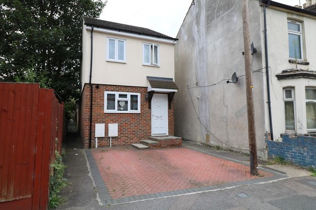 Thumbnail Detached house to rent in Cross Street, Gillingham