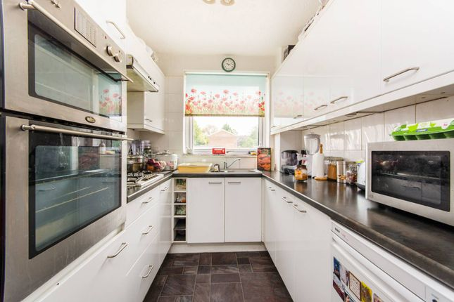 Thumbnail Property for sale in Leafield Close, Norbury