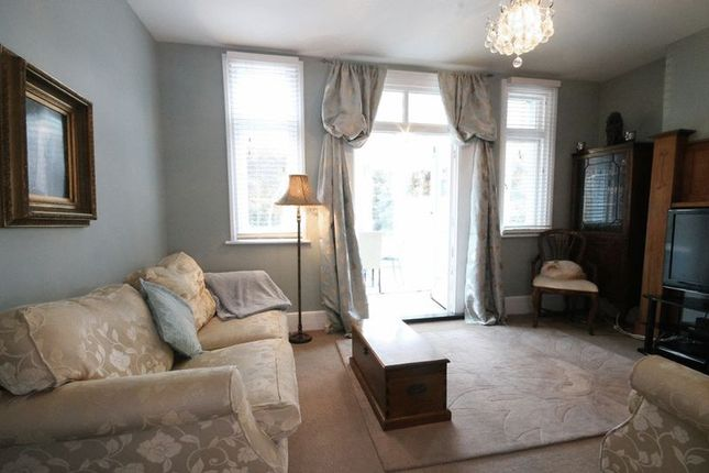 Living Room of Reigate Road, Leatherhead KT22