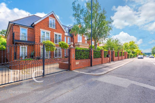 3 bed flat for sale in Uplands Park Road, Enfield, Greater London EN2