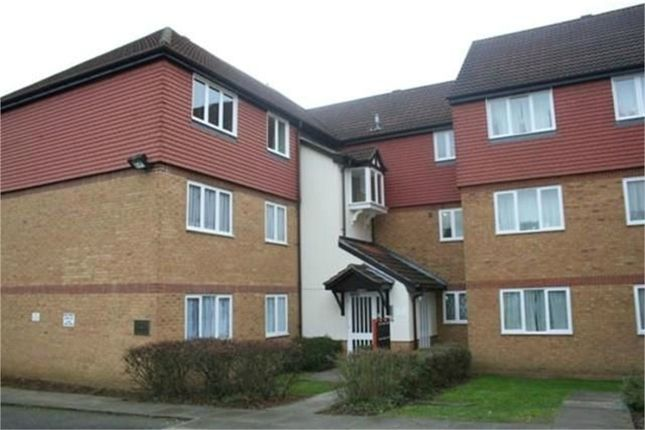 Thumbnail Flat to rent in Moray Close, Edgware, Middlesex