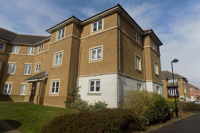 2 bed flat to rent in St. Kitts Drive, Eastbourne