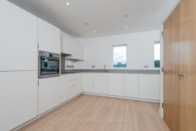 Thumbnail Flat to rent in 43 Cherry Orchard Road, Croydon