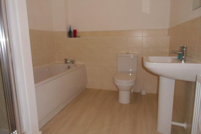 Bathroom of Wolsey Island Way, Leicester LE4