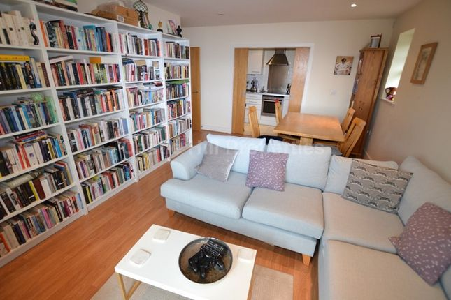 2 bed flat to rent in 24 Ray Park Avenue, Maidenhead, Berkshire.