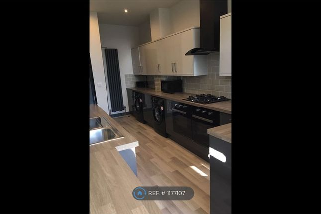 Room to rent in Cambridge Street, Castleford WF10