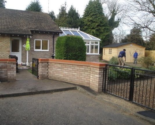 Thumbnail Detached bungalow to rent in Poplar Close, Great Shelford, Cambridge