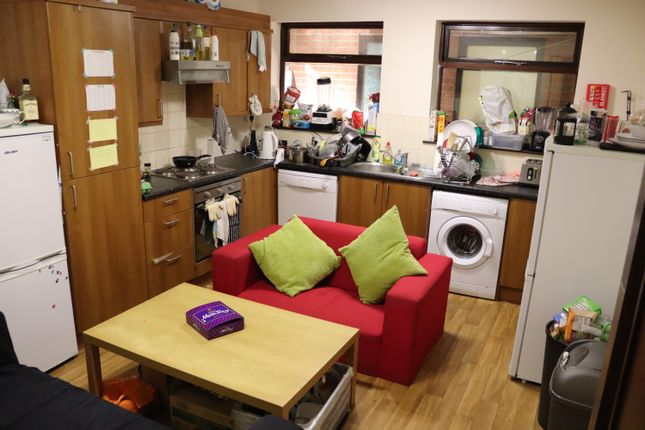 Thumbnail Flat to rent in Hill Side, Nottingham