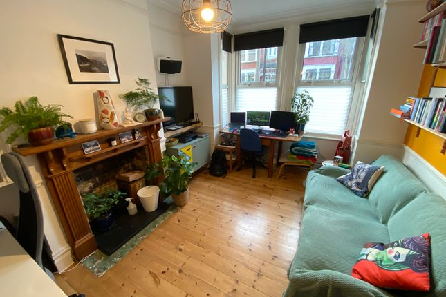 1 bed flat to rent in Beech Hall Road, London E4