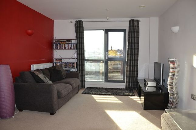 1 bed flat to rent in The Avenue, West Ealing, London.