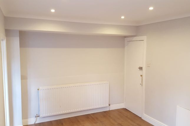 Studio to rent in Egmont Road, Sutton