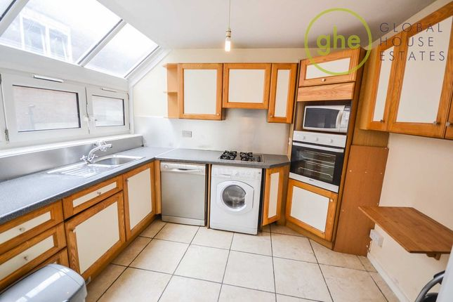 3 bed flat to rent in Hamilton Square, Kipling Street, London