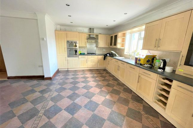 Thumbnail Terraced house to rent in Meadowbank Gardens, Hounslow