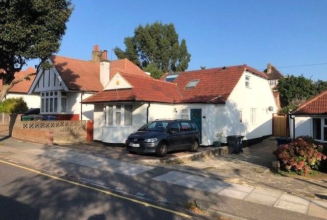 Thumbnail Detached house to rent in Milton Avenue, High Barnet