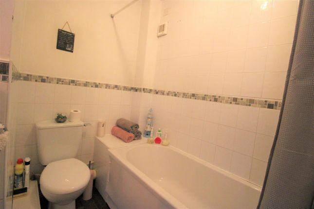 Bathroom of Oxford Court, Oxford Road, Waterloo L22