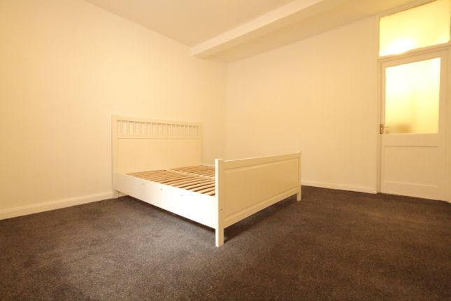 Flat to rent in Hackney, London