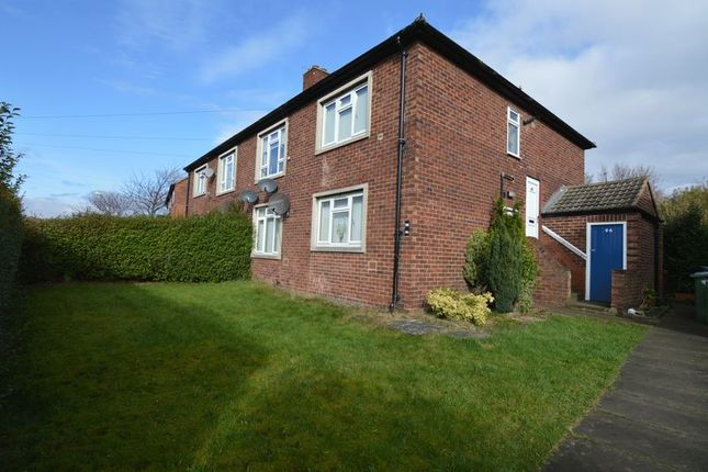 Thumbnail Flat to rent in Manor Crescent, Rothwell, Leeds