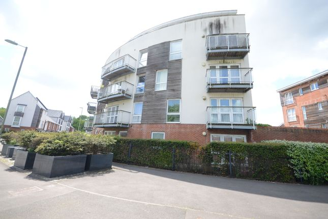 2 bed flat to rent in Edmund Court, Basingstoke