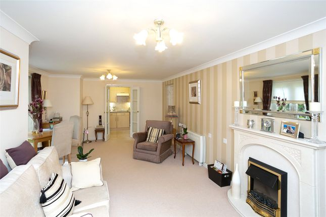Thumbnail Flat for sale in Pheasant Court, Holtsmere Close, Watford, Hertfordshire