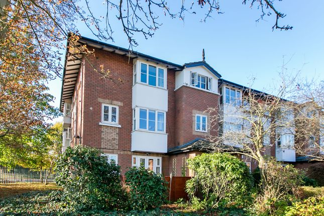 2 bed flat for sale in Beechwood Grove, London