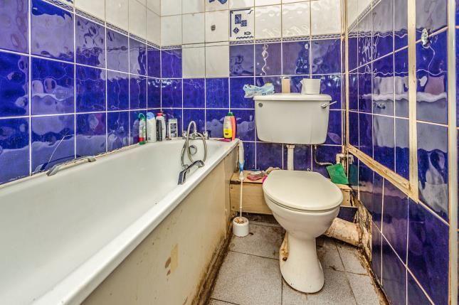 Bathroom of Startpoint, Downs Road, Luton, Bedfordshire LU1