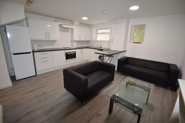 5 bed shared accommodation to rent in Neill Road, Sheffield S11