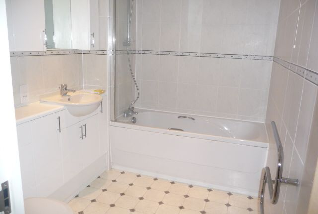 Bathroom of Victoria Mansions, Newton Drive, Blackpool FY3
