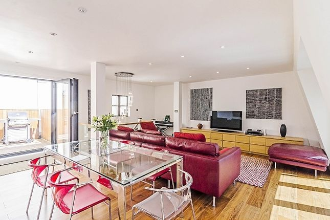 Thumbnail Flat to rent in Botolph Alley, London