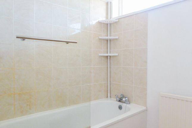 Bathroom of Sundridge Close, Canterbury CT2