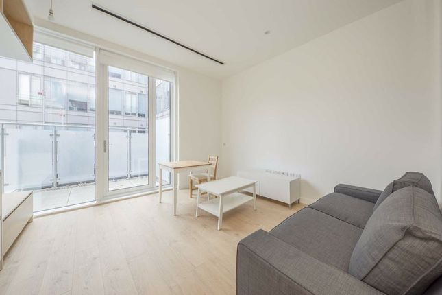 Thumbnail Flat to rent in Great West Road, Brentford