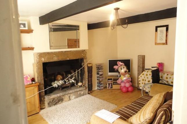 Thumbnail Cottage to rent in Town Street, Horsforth