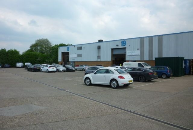 Thumbnail Warehouse to let in Mead Lane, Hertford