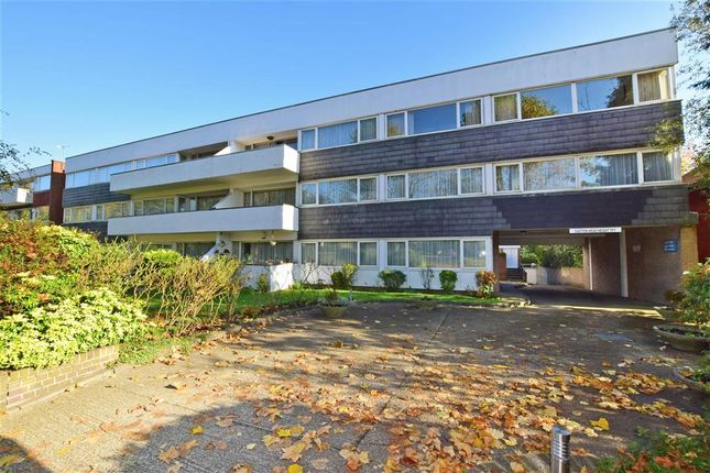 4 bed flat for sale in Woodford Road, London