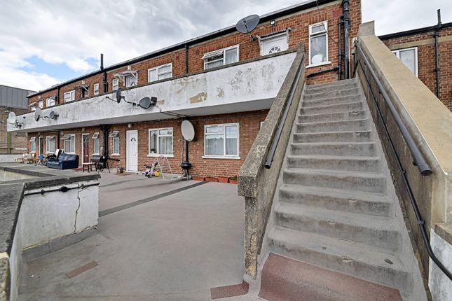 Thumbnail Flat for sale in Shenley Road, Borehamwood