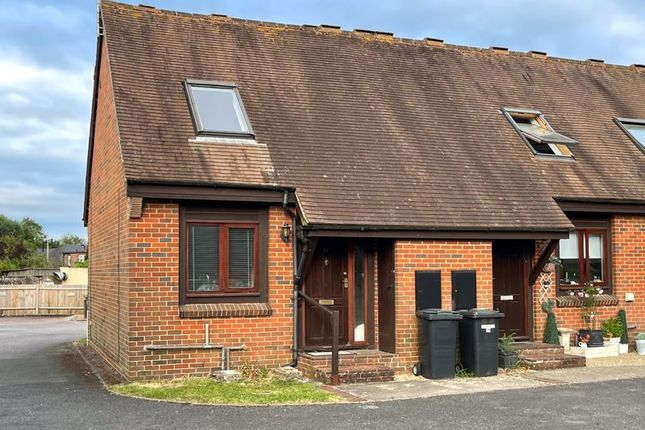 2 bed end terrace house to rent in Chapel Court, Hungerford RG17