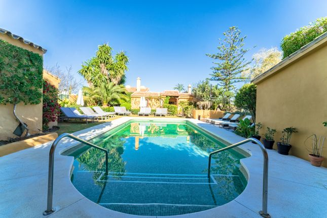 Thumbnail Hotel/guest house for sale in Marbella West, Estepona, Málaga, Andalusia, Spain