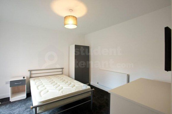 2 bed flat to rent in Burleigh Road, Loughborough, Leicestershire LE11