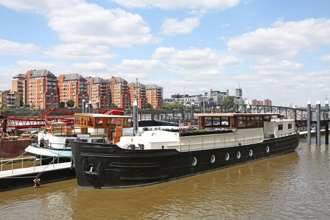 3 bed houseboat for sale in Plantation Wharf Mooring, Battersea